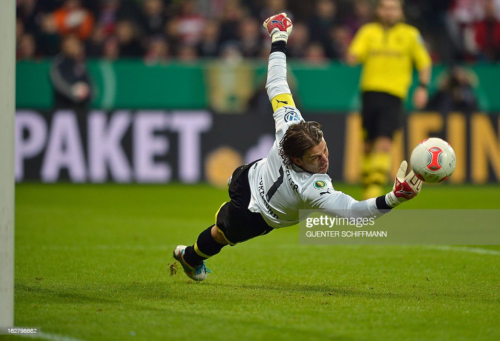 Dortmund's German keeper Roman Weidenfeller makes a save during the German Cup quarter-final football match FC Bayern Munich vs Borussia Dortmund in Munich, southern Germany, on February 27, 2013. AFP PHOTO / GUENTER SCHIFFMANN DURING THE MATCH AND PROHIBITS MOBILE (MMS) USE