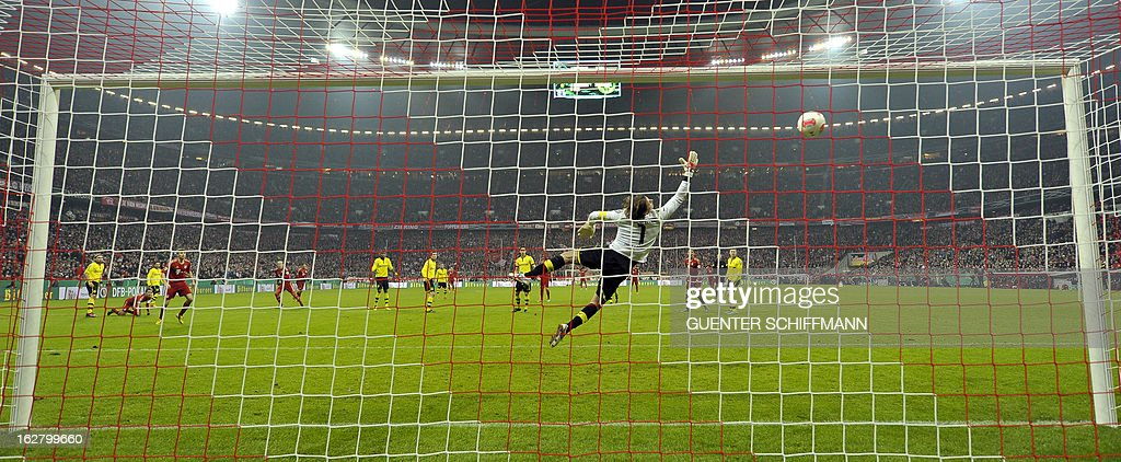 Dortmund's goalkeeper Roman Weidenfeller (R) fails to save the ball during the German Cup quarter-final football match FC Bayern Munich vs Borussia Dortmund in Munich, southern Germany, on February 27, 2013. AFP PHOTO / GUENTER SCHIFFMANN DURING THE MATCH AND PROHIBITS MOBILE (MMS) USE