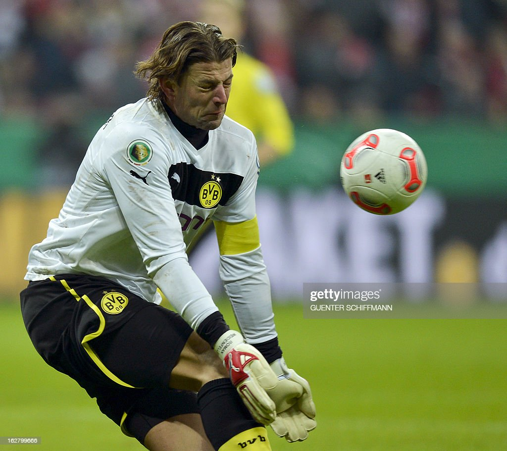 Dortmund's goalkeeper Roman Weidenfeller makes a save during the German Cup quarter-final football match FC Bayern Munich vs Borussia Dortmund in Munich, southern Germany, on February 27, 2013. AFP PHOTO / GUENTER SCHIFFMANN DURING THE MATCH AND PROHIBITS MOBILE (MMS) USE