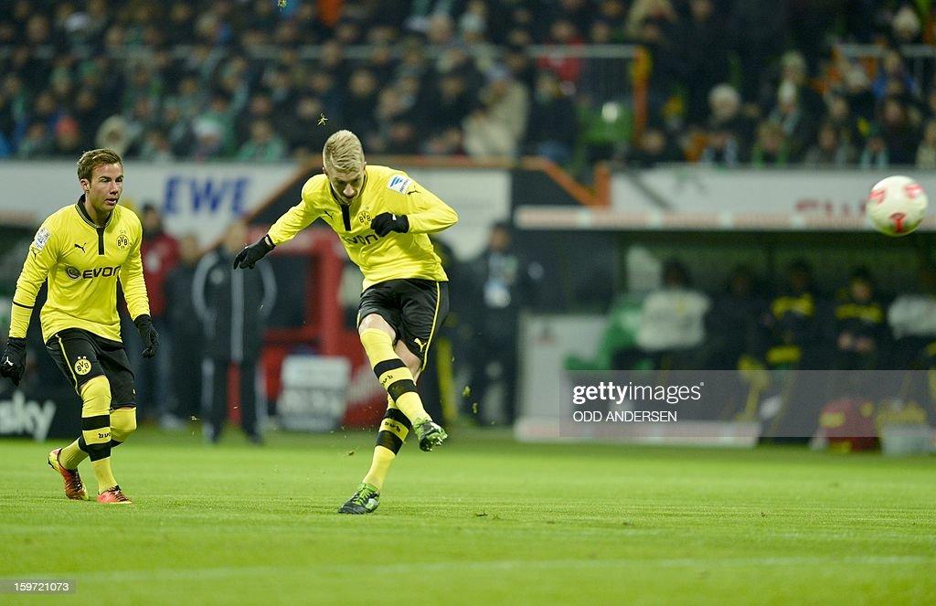 Dortmund's Marco Reus (R) scores from a free kick watched by team-mate Dortmund's Mario Goetze during the German first division Bundesliga football match Werder Bremen vs Borussia Dortmund at the Weser stadium in Bremen on January 19, 2013.