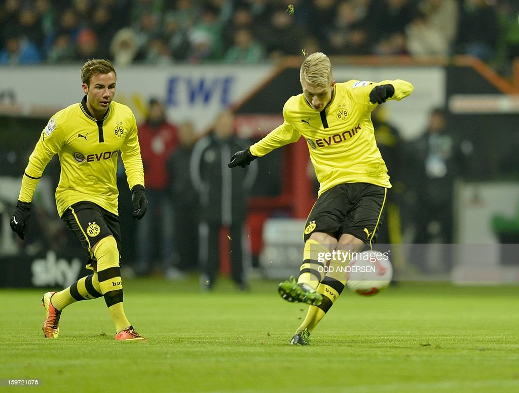 Dortmund's Marco Reus (R) scores from a free kick watched by team-mate Dortmund's Mario Goetze during the German first division Bundesliga football match Werder Bremen vs Borussia Dortmund at the Weser stadium in Bremen on January 19, 2013.