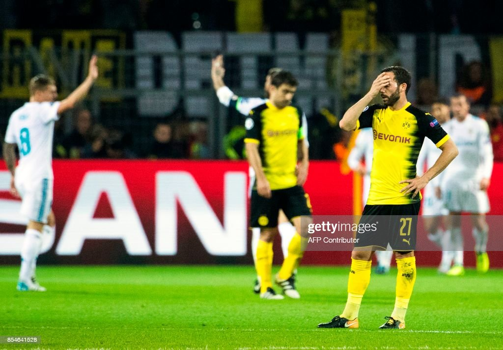 Dortmunds midfielder Gonzalo Castro (R) reacts after Real Madrid's Portuguese forward Ronaldo scored his side's 3rd goal during the UEFA Champions League Group H football match BVB Borussia Dortmund v Real Madrid in Dortmund, western Germany on September 26, 2017. / AFP PHOTO / Odd ANDERSEN