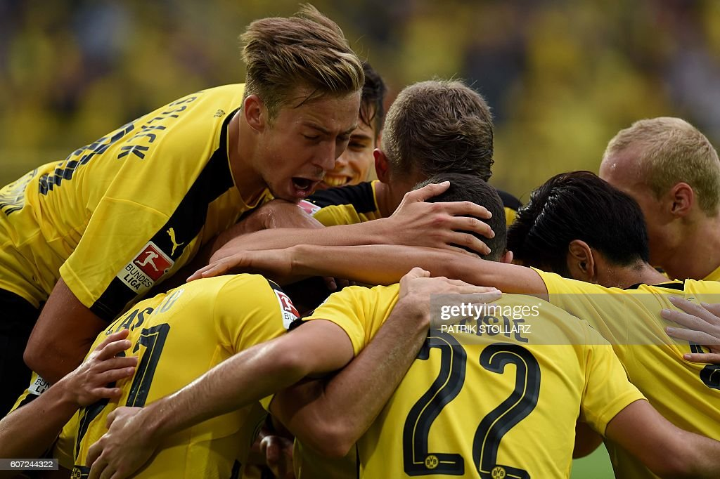 Dortmund's players celebrate during the German first division Bundesliga football match of Borussia Dortmund vs SV Darmstadt 98 in Dortmund, western Germany, on September 17, 2016. / AFP / PATRIK