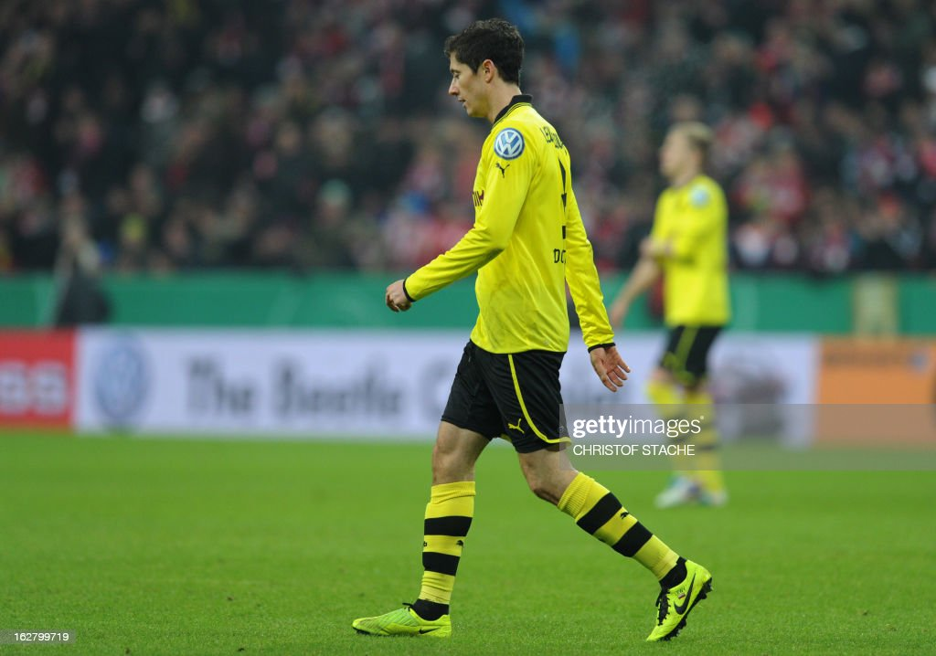 Dortmund's Polish striker Robert Lewandowski leaves the field during the German Cup quarter-final football match FC Bayern Munich vs Borussia Dortmund in Munich, southern Germany, on February 27, 2013. AFP PHOTO / CHRISTOF STACHE DURING THE MATCH AND PROHIBITS MOBILE (MMS) USE