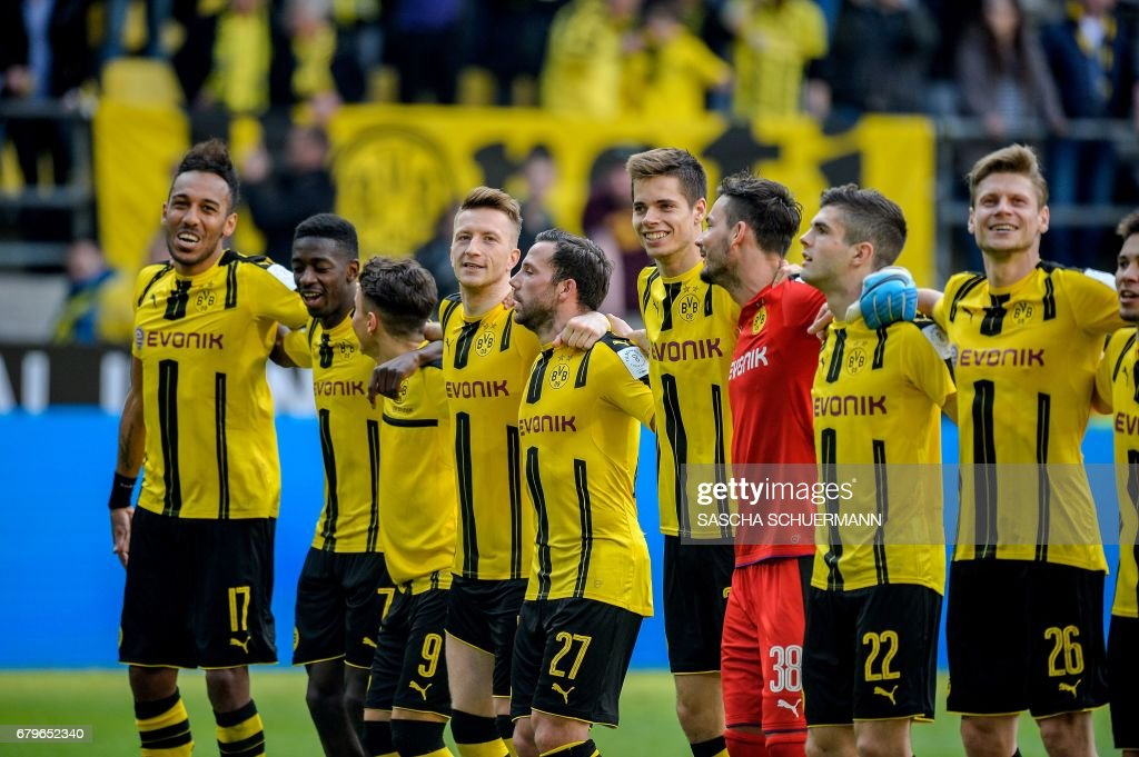 Dortmund's team celebrates after the German first division Bundesliga football match between Borussia Dortmund and TSG 1899 Hoffenheim on May 6, 2017 in Dortmund, western Germany. /