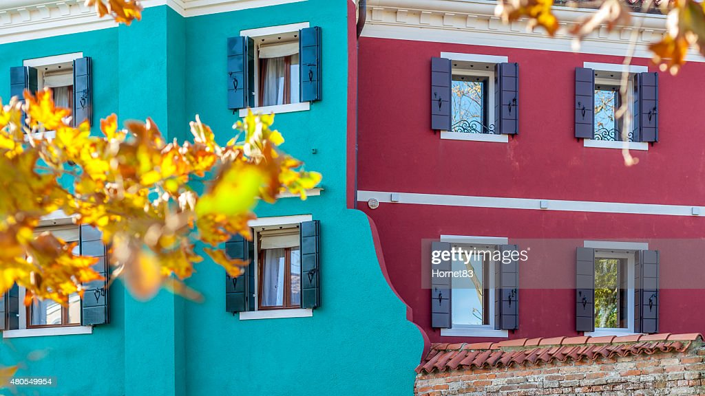 Fachada colorida em Burano duplo : Foto de stock