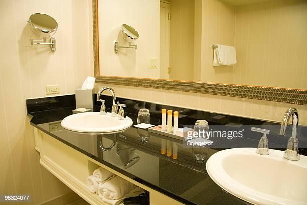Lavabo in marmo con doppio lavabo