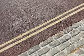 Double yellow line on street