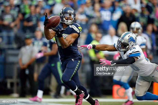 Doug Baldwin of the Seattle Seahawks makes a catch for a touchdown as Quandre Diggs of the Detroit Lions defends during the second quarter at...