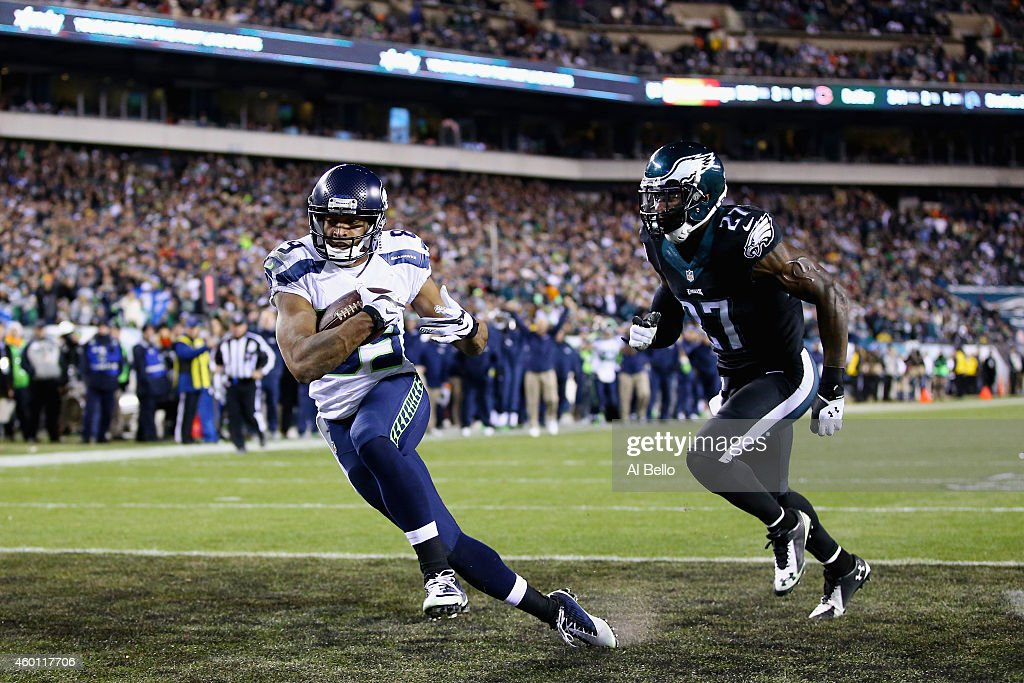 Doug Baldwin of the Seattle Seahawks makes a touchdown against Malcolm Jenkins of the Philadelphia Eagles during the third quarter of the game at...