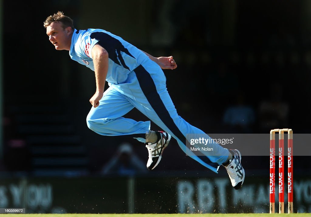 <a gi-track='captionPersonalityLinkClicked' href=/galleries/search?phrase=Doug+Bollinger+-+Cricket+Player&family=editorial&specificpeople=724794 ng-click='$event.stopPropagation()'>Doug Bollinger</a> of the Blues bowls during the Ryobi One Day Cup match between the New South Wales Blues and the Western Australia Warriors at Sydney Cricket Ground on January 30, 2013 in Sydney, Australia.