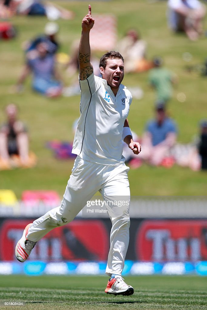 <a gi-track='captionPersonalityLinkClicked' href=/galleries/search?phrase=Doug+Bracewell&family=editorial&specificpeople=6680321 ng-click='$event.stopPropagation()'>Doug Bracewell</a> of New Zealand celebrates his wicket of Dinesh Chandimal of Sri Lanka during day one of the Second Test match between New Zealand and Sri Lanka at Seddon Park on December 18, 2015 in Hamilton, New Zealand.