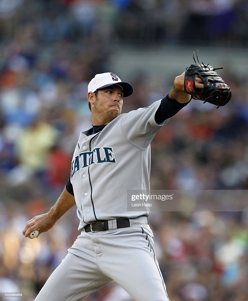 Doug Fister #58 of the Seattle Mariners pitches in the first inning during the game against the Detroit Tigers on July 2, 2010 at Comerica Park in Detroit, Michigan. The Tigers defeated the Mariners 7-1.