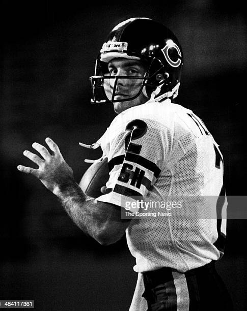 Doug Flutie of the Chicago Bears throws a pass circa 1986