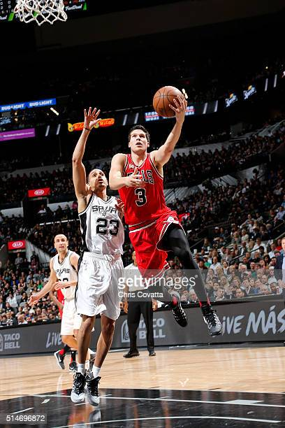 Doug McDermott of the Chicago Bulls goes for the layup during the game against the San Antonio Spurs on March 10 2016 at the ATT Center in San...
