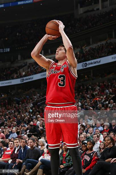 Doug McDermott of the Chicago Bulls shoots against the Milwaukee Bucks during the game on March 7 2016 at United Center in Chicago Illinois NOTE TO...