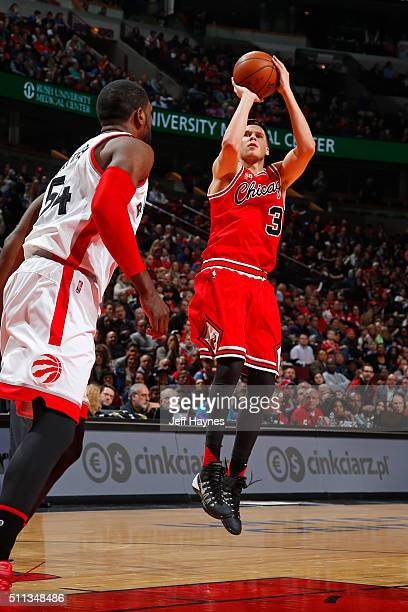 Doug McDermott of the Chicago Bulls shoots the ball against the Toronto Raptors against the Toronto Raptors on February 19 2016 at the United Center...