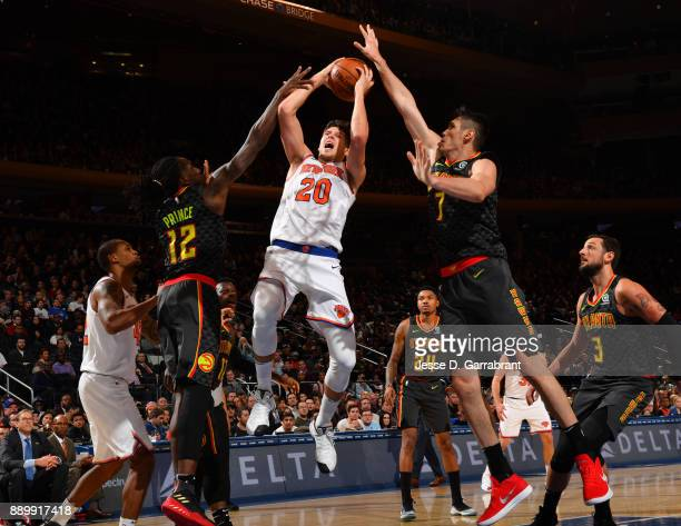 Doug McDermott of the New York Knicks shoots the ball in traffic against the Atlanta Hawks at Madison Square Garden on December 10 2017 in New York...