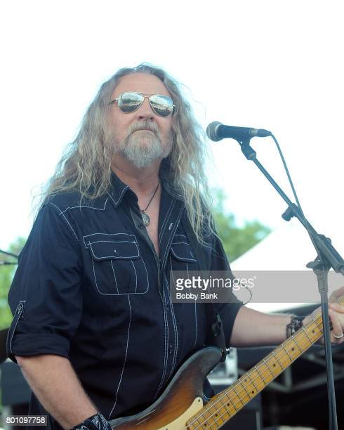 Doug Phelps of The Kentucky Headhunters performs at the 8th Annual Rock Ribs Ridges Festival at Sussex County Fairgrounds on June 25 2017 in Augusta...