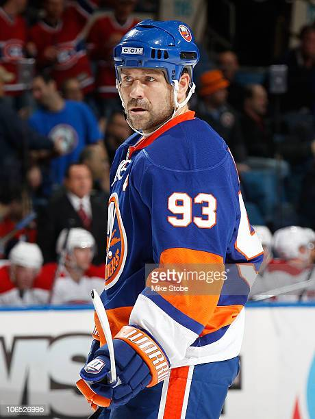 Doug Weight of the New York Islanders skates against the Montreal Canadiens on October 29 2010 at Nassau Coliseum in Uniondale New York Canadiens...