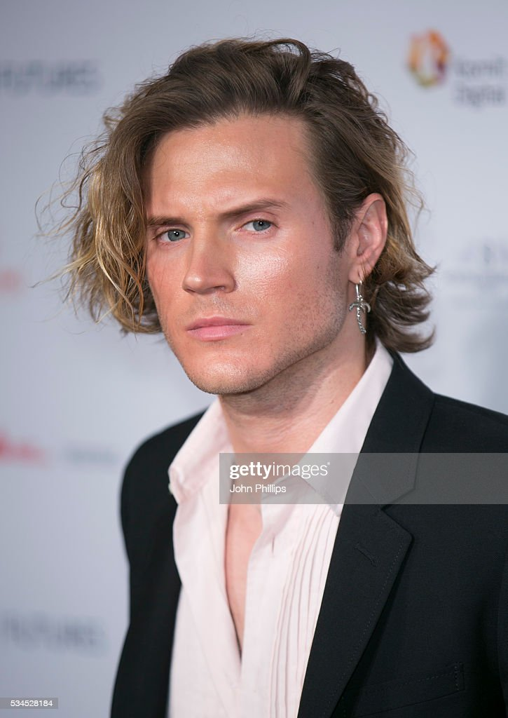 <a gi-track='captionPersonalityLinkClicked' href=/galleries/search?phrase=Dougie+Poynter&family=editorial&specificpeople=214057 ng-click='$event.stopPropagation()'>Dougie Poynter</a> arrives for the WGSN Futures Awards 2016 on May 26, 2016 in London, England.