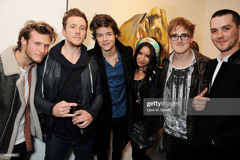 <a gi-track='captionPersonalityLinkClicked' href=/galleries/search?phrase=Dougie+Poynter&family=editorial&specificpeople=214057 ng-click='$event.stopPropagation()'>Dougie Poynter</a>, <a gi-track='captionPersonalityLinkClicked' href=/galleries/search?phrase=Danny+Jones+-+Musician&family=editorial&specificpeople=206498 ng-click='$event.stopPropagation()'>Danny Jones</a>, <a gi-track='captionPersonalityLinkClicked' href=/galleries/search?phrase=Harry+Styles&family=editorial&specificpeople=7229830 ng-click='$event.stopPropagation()'>Harry Styles</a>, Lara Carew-Jones, <a gi-track='captionPersonalityLinkClicked' href=/galleries/search?phrase=Tom+Fletcher&family=editorial&specificpeople=213300 ng-click='$event.stopPropagation()'>Tom Fletcher</a> and <a gi-track='captionPersonalityLinkClicked' href=/galleries/search?phrase=Matt+Willis+-+Musician&family=editorial&specificpeople=206233 ng-click='$event.stopPropagation()'>Matt Willis</a> attend the Loughran Gallery pop-up opening party at The Gallery in Redchurch Street on April 3, 2013 in London, England.