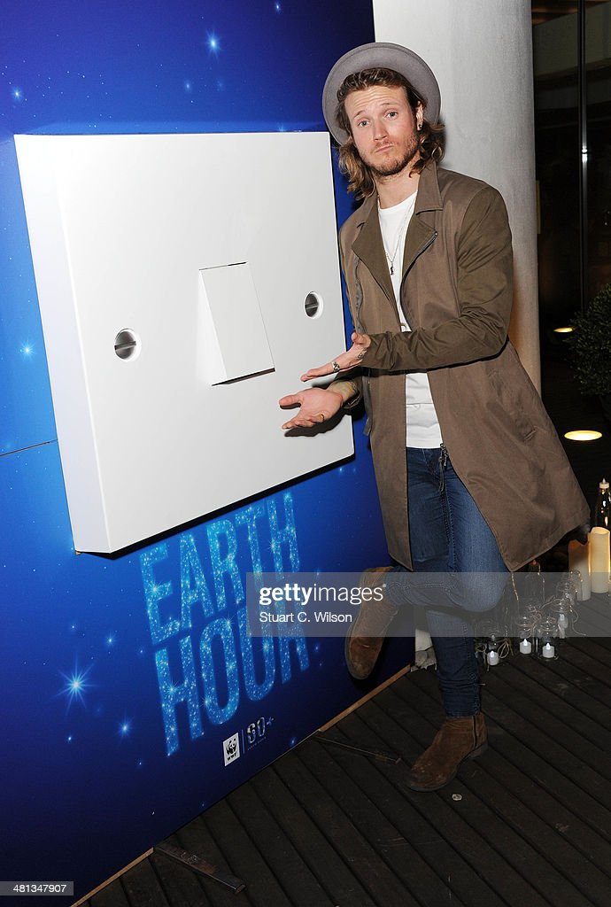 <a gi-track='captionPersonalityLinkClicked' href=/galleries/search?phrase=Dougie+Poynter&family=editorial&specificpeople=214057 ng-click='$event.stopPropagation()'>Dougie Poynter</a> poses prior to a performance by Sophie Ellis Bextor by candlelight for the WWF Earth Hour at Southbank Centre on March 29, 2014 in London, England.