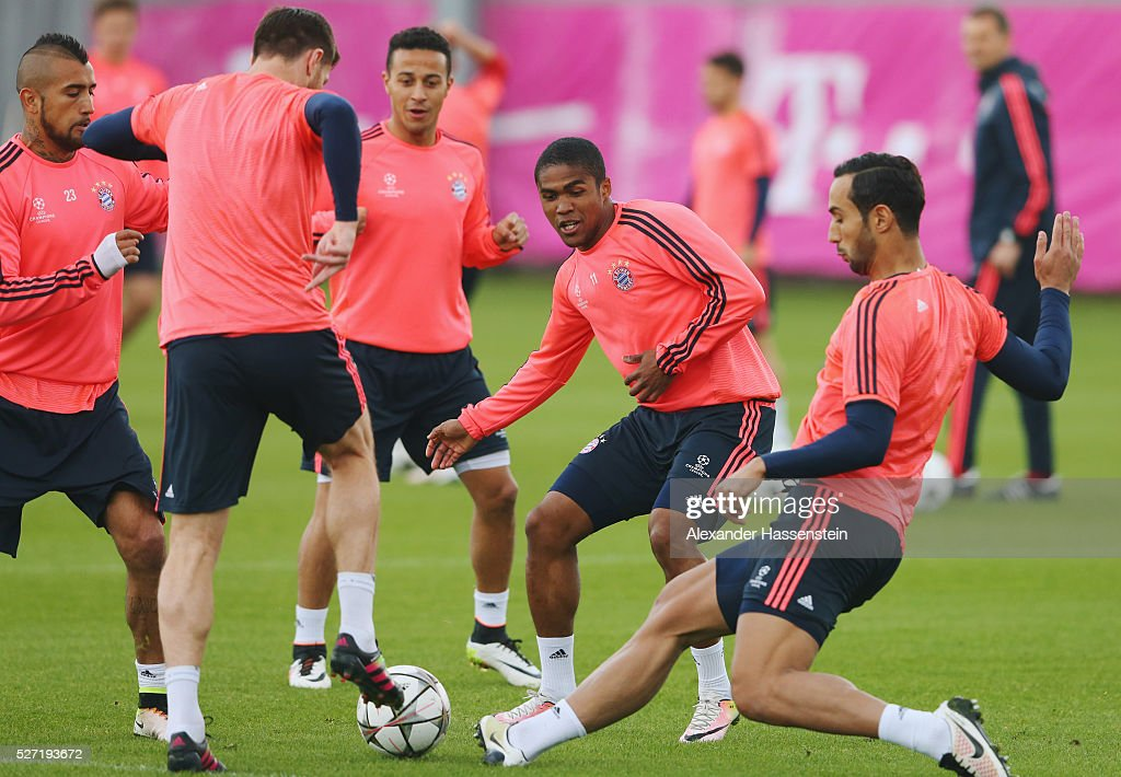 Douglas Costa (2R) in action with team mates during a FC Bayern Muenchen training session ahead of their UEFA Champions League semi final second leg match against Club Atletico de Madrid at the Saebener Strasse training ground on May 2, 2016 in Munich, Germany.