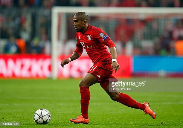 Douglas Costa of Bayern Muenchen runs with the ball during the UEFA Champions League round of 16 second leg match between FC Bayern Muenchen and...