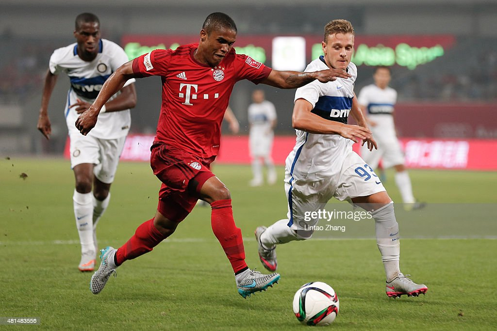 Douglas Costa of FC Bayern Muenchen challenges federico Dimarco of FC Internazionale during the international friendly match between FC Bayern...