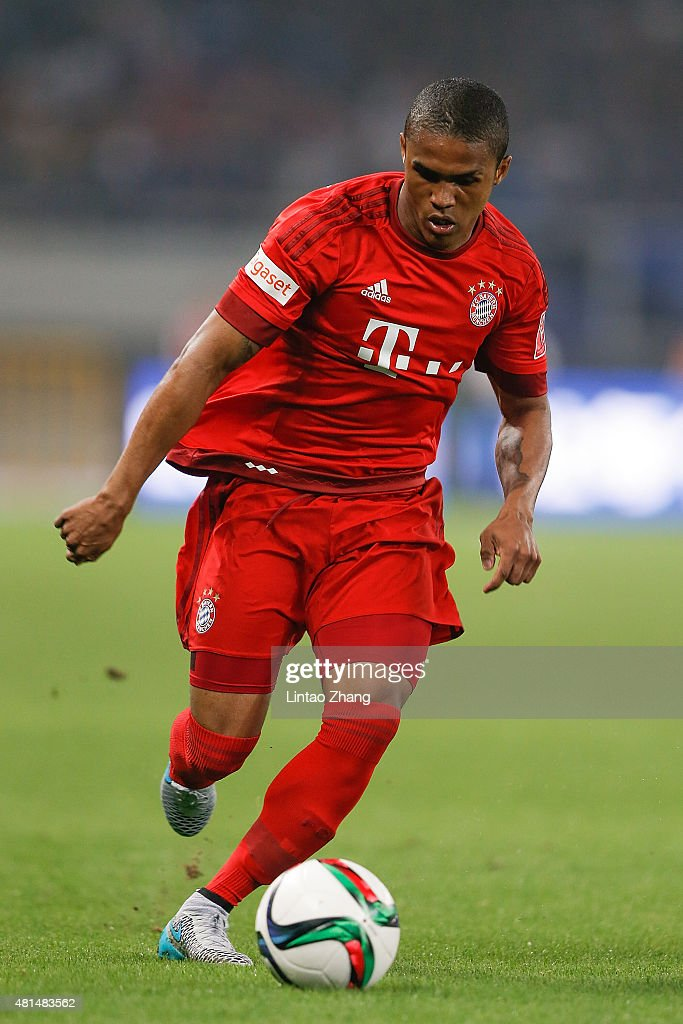 Douglas Costa of FC Bayern Muenchen in action during the international friendly match between FC Bayern Muenchen and Inter Milan of the Audi Football...