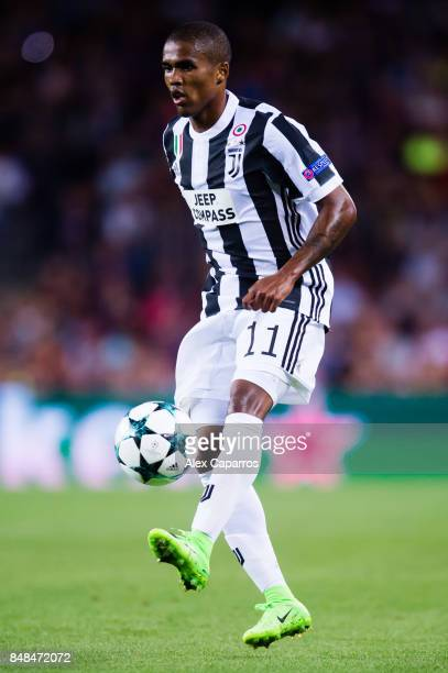 Douglas Costa of Juventus controls the ball during the UEFA Champions League group D match between FC Barcelona and Juventus at Camp Nou on September...