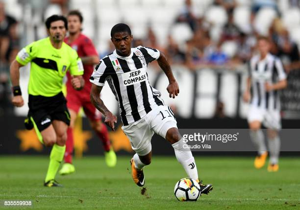 Douglas Costa of Juventus FC in action during the Serie A match between Juventus and Cagliari Calcio at Allianz Stadium on August 19 2017 in Turin...