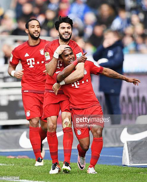 Douglas Costa of Muenchen celebrates scoring his goal during the Bundesliga match between Hertha BSC and FC Bayern Muenchen at Olympiastadion on...