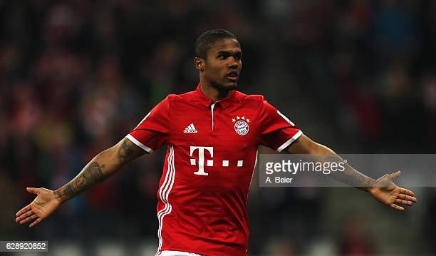 Douglas Costa of Muenchen celebrates scoring the fifth goal during the Bundesliga match between Bayern Muenchen and VfL Wolfsburg at Allianz Arena on...