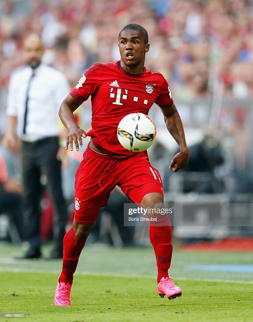 Douglas Costa of Muenchen runs with the ball during the Bundesliga match between FC Bayern Muenchen and Bayer 04 Leverkusen at Allianz Arena on...