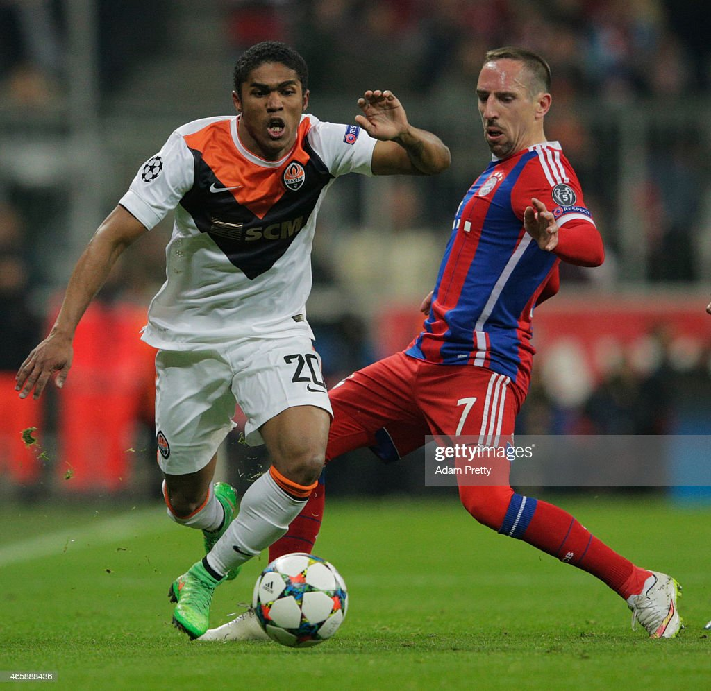 Douglas Costa of Shakhtar Donetsk evades Franck Ribery of Bayern Muenchen during the UEFA Champions League Round of 16 second leg match between FC...