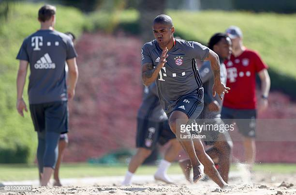 Douglas Costa warms up in the sand during a training session at day 6 of the Bayern Muenchen training camp at Aspire Academy on January 8 2017 in...
