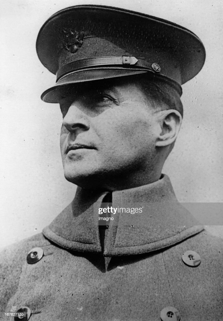 Douglas MacArthur, US-General. From 1930 to 1935 Chief of Staff of the Army. Photograph. 1930. (Photo by Imagno/Getty Images) Douglas MacArthur, US-General. Von 1930 bis 1935 Chef des amerikanischen Generalstabs. Photographie. 1930.