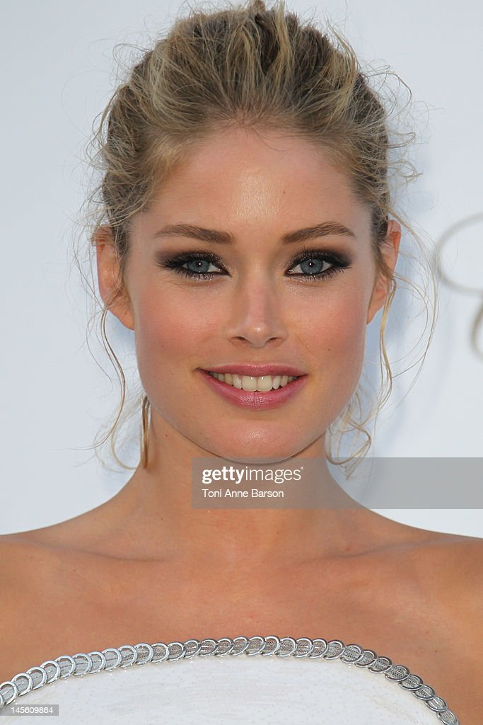 Doutzen Kroes arrives at amfAR's Cinema Against AIDS at Hotel Du Cap on May 24, 2012 in Antibes, France.