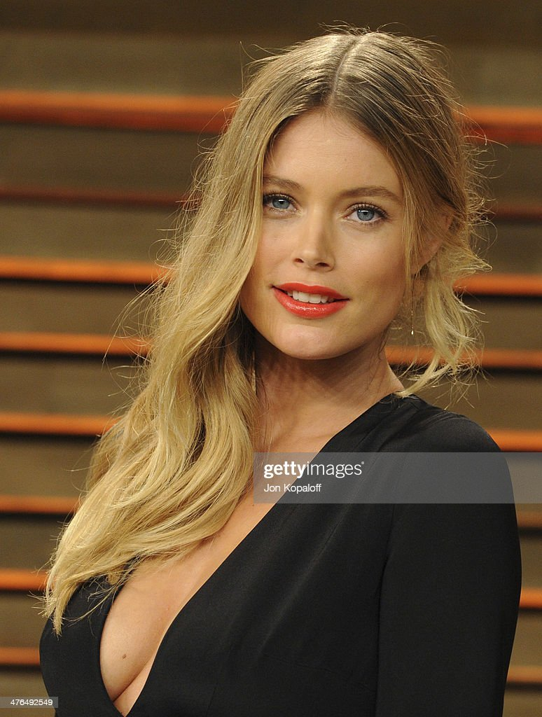 <a gi-track='captionPersonalityLinkClicked' href=/galleries/search?phrase=Doutzen+Kroes&family=editorial&specificpeople=859655 ng-click='$event.stopPropagation()'>Doutzen Kroes</a> attends the 2014 Vanity Fair Oscar Party hosted by Graydon Carter on March 2, 2014 in West Hollywood, California.