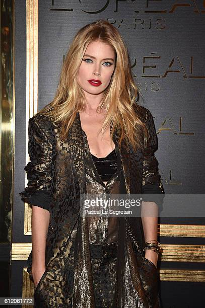 Doutzen Kroes attends the Gold Obsession Party L'Oreal Paris Photocall as part of the Paris Fashion Week Womenswear Spring/Summer 2017 on October 2...