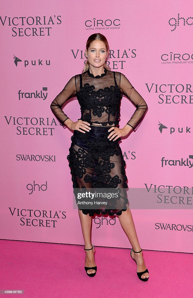 Doutzen Kroes attends the pink carpet of the 2014 Victoria's Secret Fashion Show on December 2, 2014 in London, England.