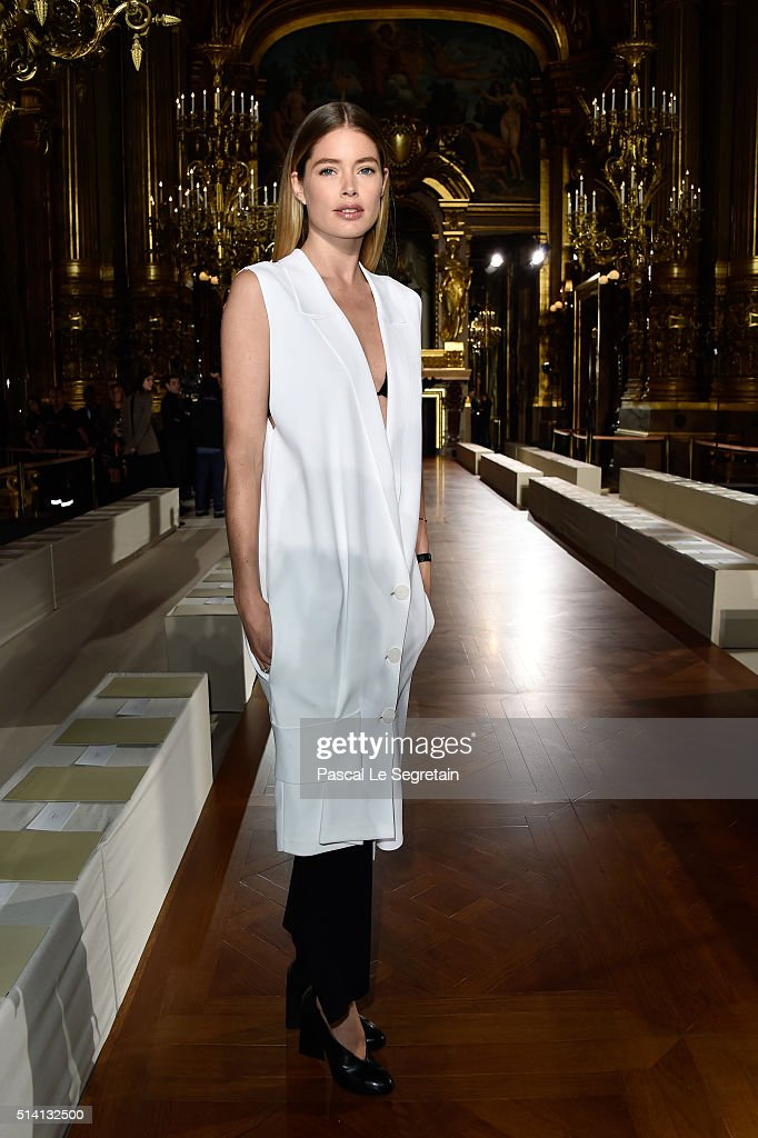 <a gi-track='captionPersonalityLinkClicked' href=/galleries/search?phrase=Doutzen+Kroes&family=editorial&specificpeople=859655 ng-click='$event.stopPropagation()'>Doutzen Kroes</a> attends the Stella McCartney show as part of the Paris Fashion Week Womenswear Fall/Winter 2016/2017 on March 7, 2016 in Paris, France.