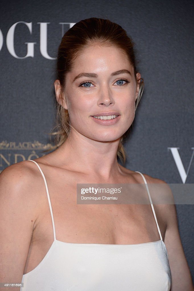 Doutzen Kroes attends the Vogue 95th Anniversary Party : Photocall as part of the Paris Fashion Week Womenswear Spring/Summer 2016 on October 3, 2015 in Paris, France.