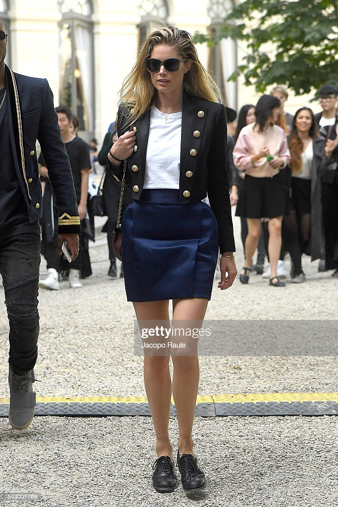 Doutzen Kroes is seen leaving the Balmain Show duirng Paris Fashion Week - Menswear Spring/Summer 2017 on June 25, 2016 in Paris, France.