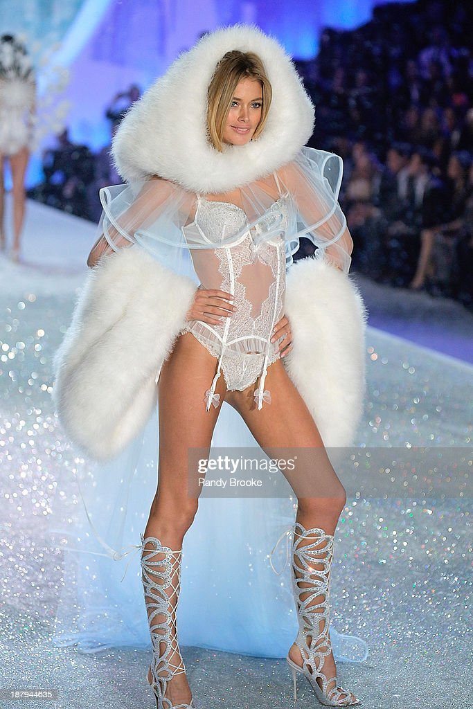 Doutzen Kroes walks in the 2013 Victoria's Secret Fashion Show at Lexington Avenue Armory on November 13, 2013 in New York City.
