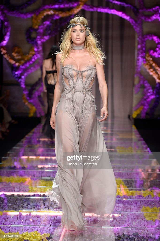 Doutzen Kroes walks the runway during the Atelier Versace show as part of Paris Fashion Week Haute Couture Fall/Winter 2015/2016 on July 5 2015 in...