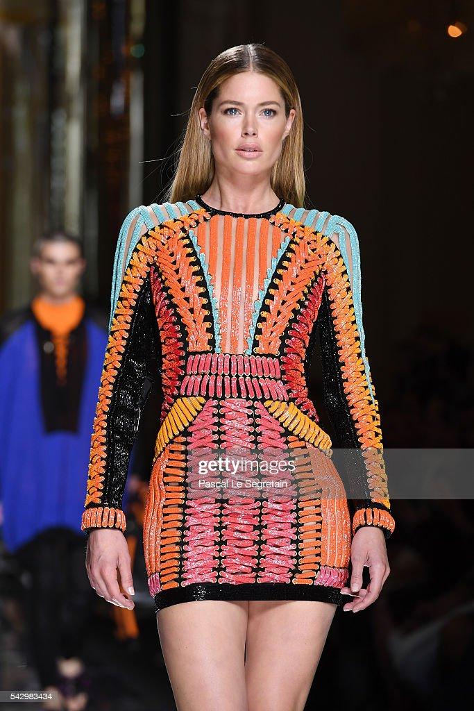 Doutzen Kroes walks the runway during the Balmain Menswear Spring/Summer 2017 show as part of Paris Fashion Week on June 25, 2016 in Paris, France.