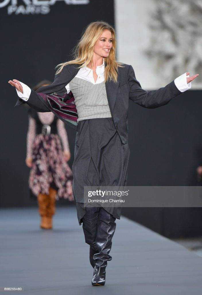 Doutzen Kroes walks the runway during the Le Defile L'Oreal Paris show as part of the Paris Fashion Week Womenswear Spring/Summer 2018 on October 1, 2017 in Paris, France.